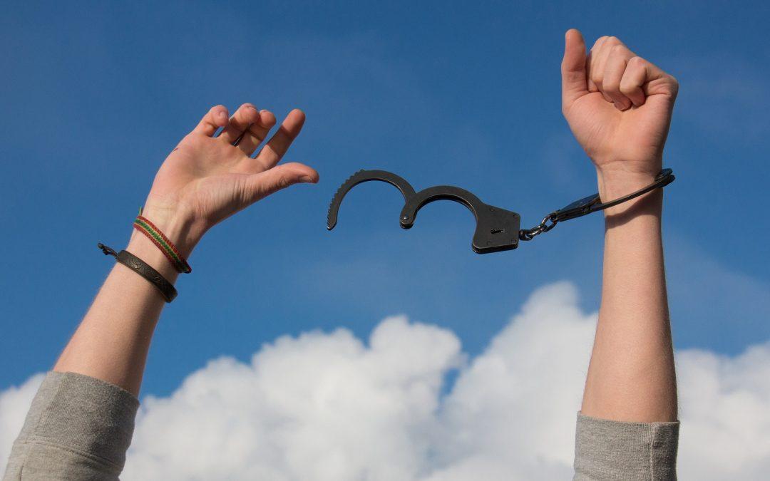 El tiempo todo lo cura…, hasta los antecedentes penales.